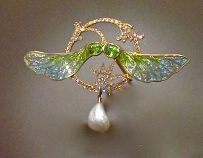 """Pendentif""""Sycomore"""". Or, Émaux pique à jour, Diamants, Péridots et Perle Baroque. Georges Fouquet"""