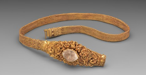 Ceinture Cambodge. Or, Cristal de Roche, Pierres. XIe-XIIe siècle. © Mauro Magliani / Collections Privées