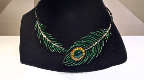 "Collier ""Plume Dansante"" Tsavorites, Saphirs, Diamants, Or. © ejcw"