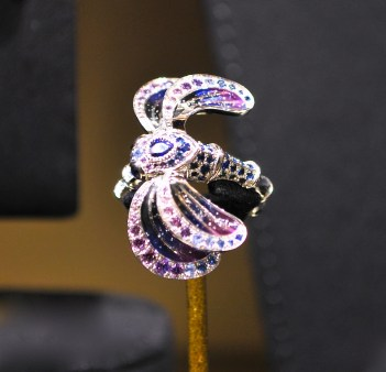 "Bague ""Libellule"" Or Blanc, Diamants et Saphirs"