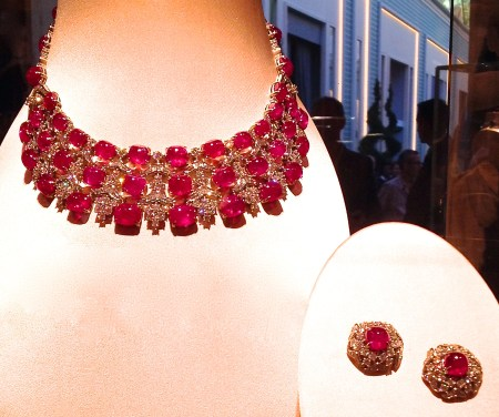 Collier serti Rubis et Diamants. BULGARI