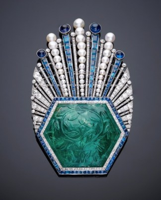 Broche Paul Iribe & Robert Linzeler Émeraude Colombie, Diamants, Saphirs, Perles, Platine 1910 The Al Thani Collection © Servette Overseas Limited 2014