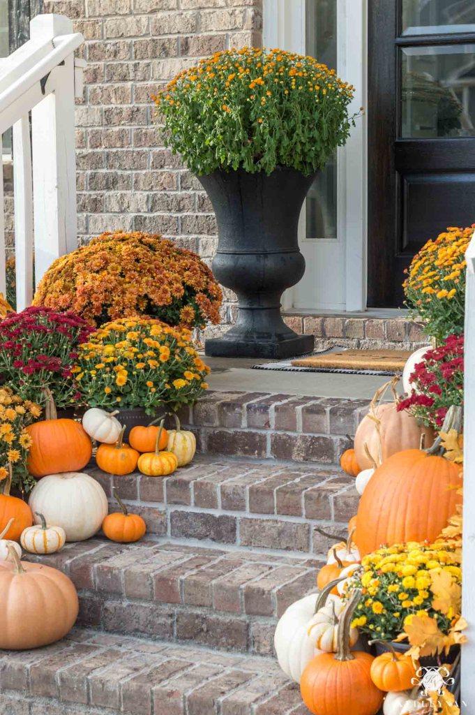 fall-front-porch-decor kelley nan