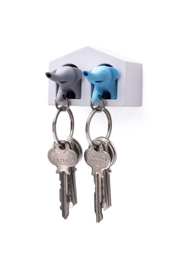 chaveiro em forma de casa com porta chaves em forma de elefante cinzento e azul