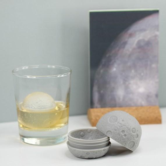 copo e molde para gelo em forma de lua