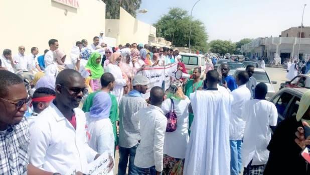 وقفة احتجاجية لعمال الصحة أمام مركز الاستطباب الوطني بنواكشوط