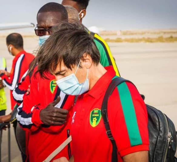 الجهاز الفني لمنتخب موريتانيا قبيل المغادرة إلى وسط إفريقيا (FFRIM)