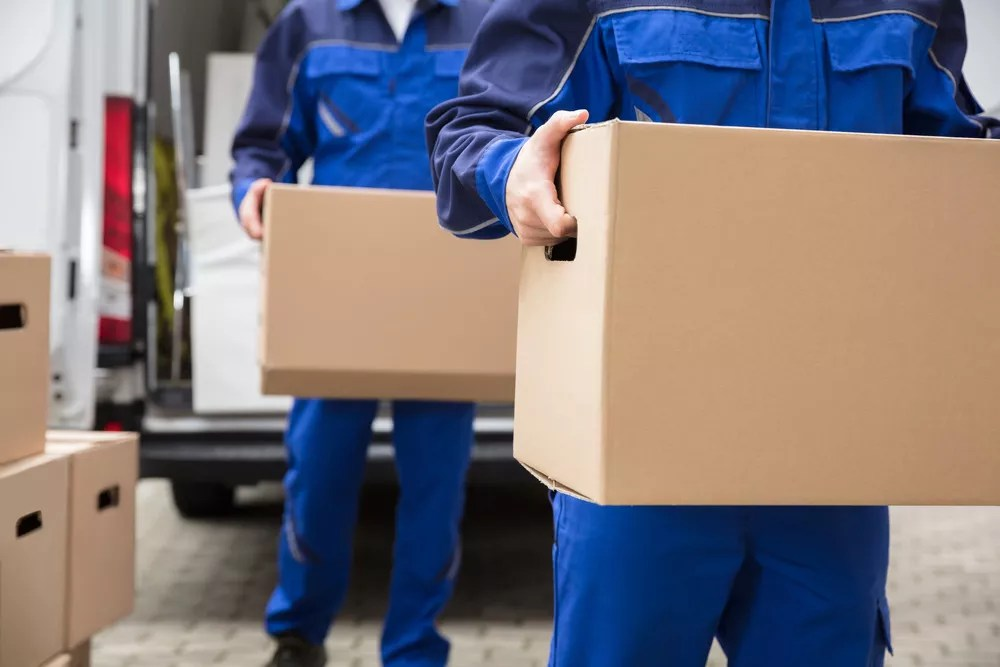 Moving Cross Country: Should You Hire Professional Movers? via @extraspace