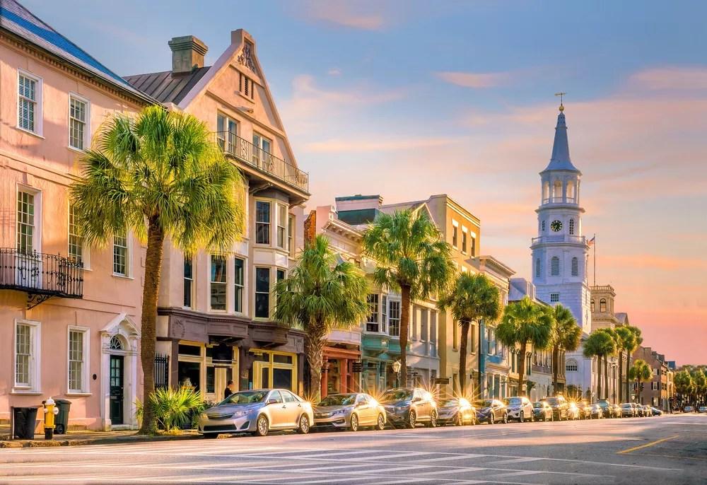 Best Neighborhoods in Charleston for Families via @extraspace