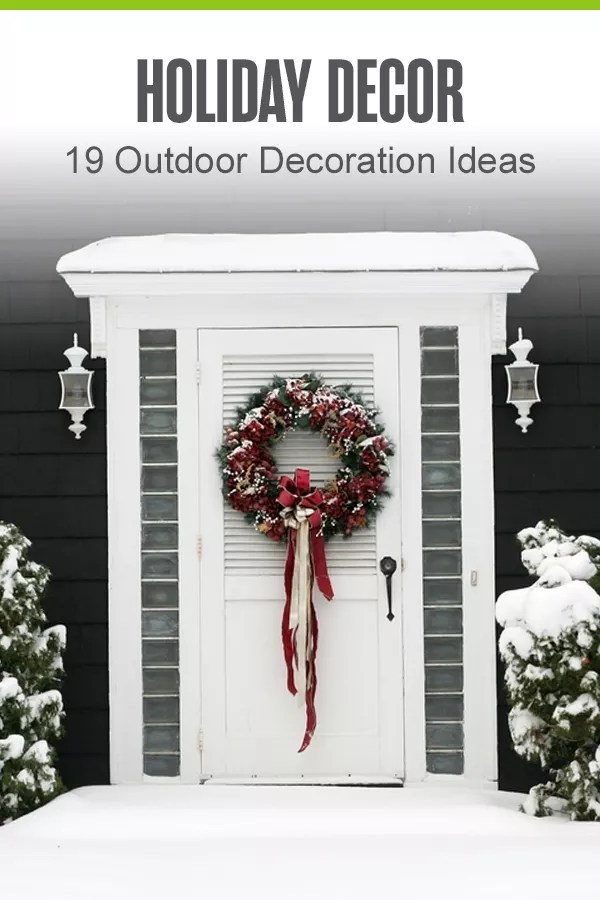 Looking for holiday decor tips for the outside of your house? From Christmas twinkle lights to holiday planters, here are 19 ideas for outdoor holiday decorations! via @extraspace