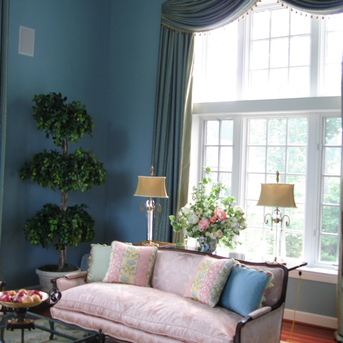 Potomac-Maryland-interior-designer-Shiva-Rostami-living-room-sunroom-McLean-VA