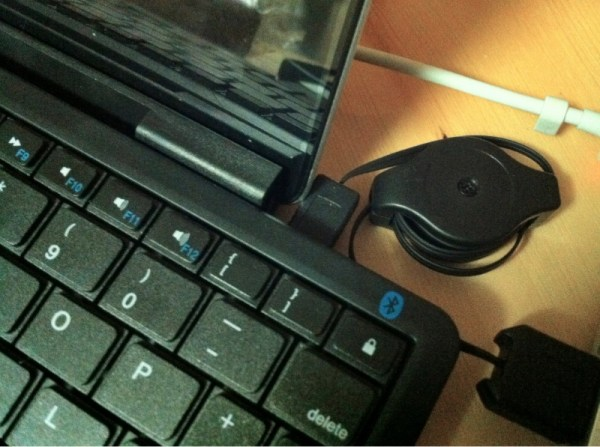 Xenta Bluetooth Keyboard Problems Review : Xenta Mini Bluetooth Keyboard with iPad stand