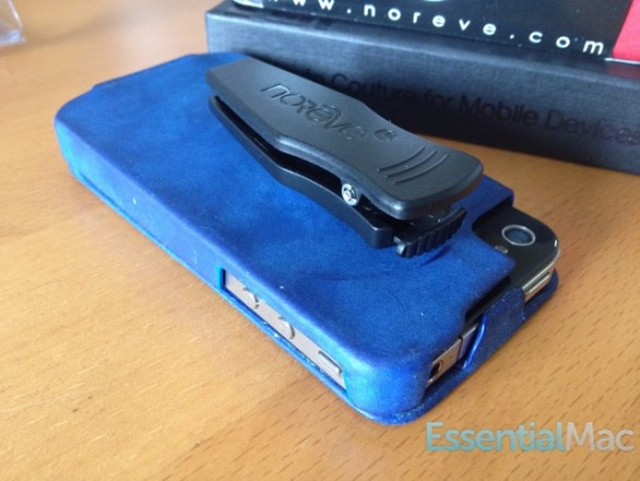 noreve case clip 586x440 Review : Noreve Exceptional Selection Leather iPhone Case