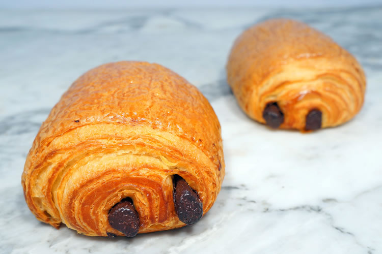 Croissant: Chocolate Croissant