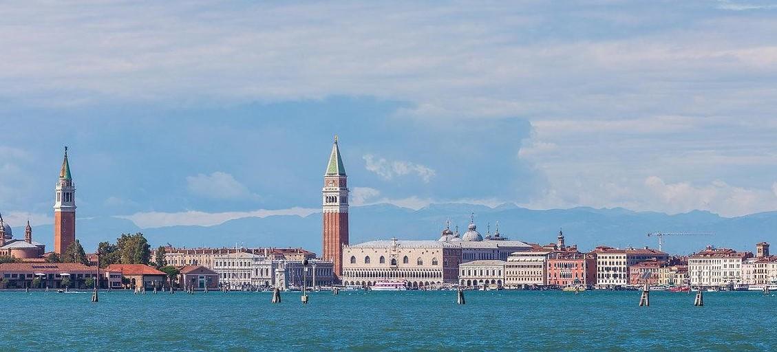 Essentiale Restaurant  Lounge  Lunico ristorante al Lido con vista su Venezia