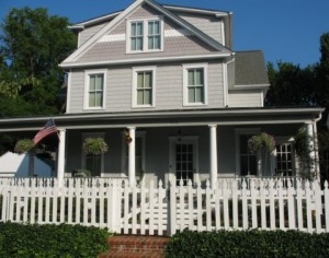 gray-picket-fence-annapolis---- by Julia at hookedonhouses.net