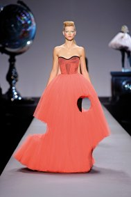 Viktor&Rolf Cutting Edge Couture ready-to-wear collection, spring–summer 2010 photo © Team Peter Stigter