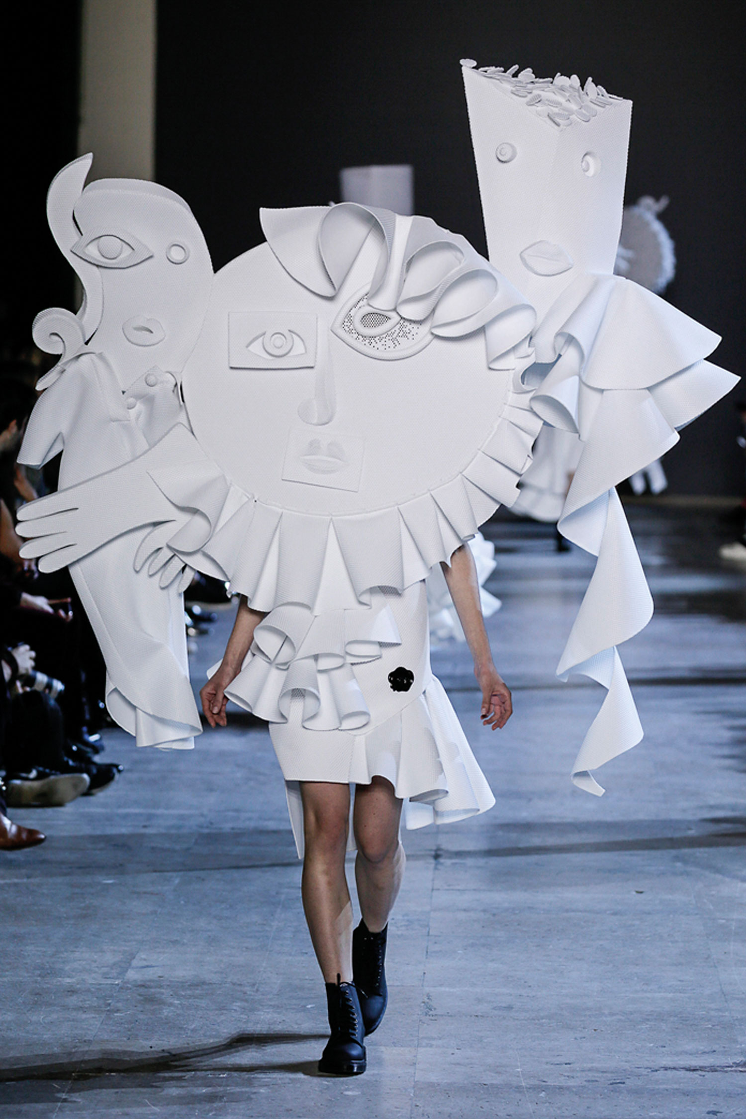 Viktor&Rolf Performance of Sculptures haute couture collection, spring–summer 2016 photo © Team Peter Stigter