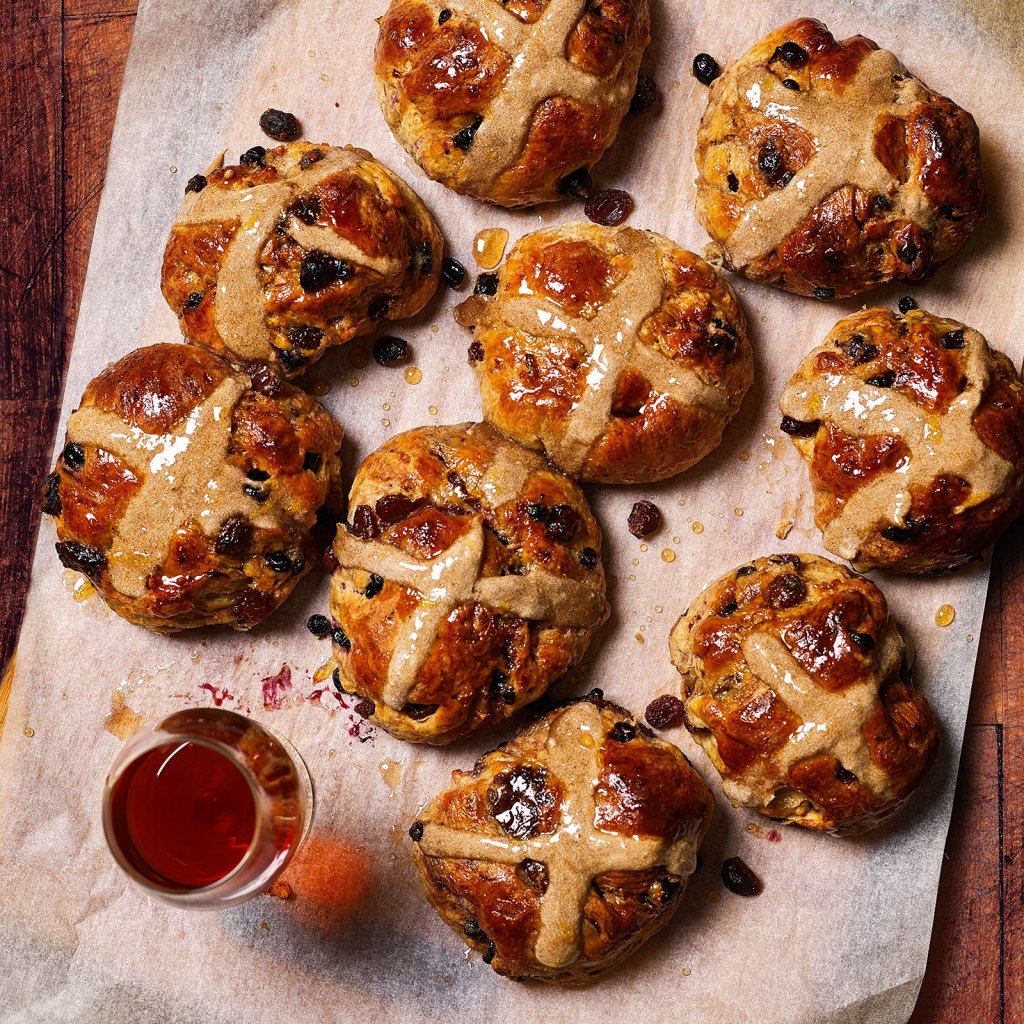 Muscat Fruit-soaked Hot Cross Buns
