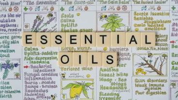 essential oils 5570288 1920 300x169 - Soigner une tendiniteavec les huiles essentielles : Mes 2 recettes.