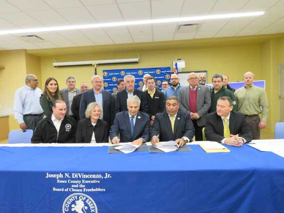DiVincenzo signs Project Labor Agreement for parking decks