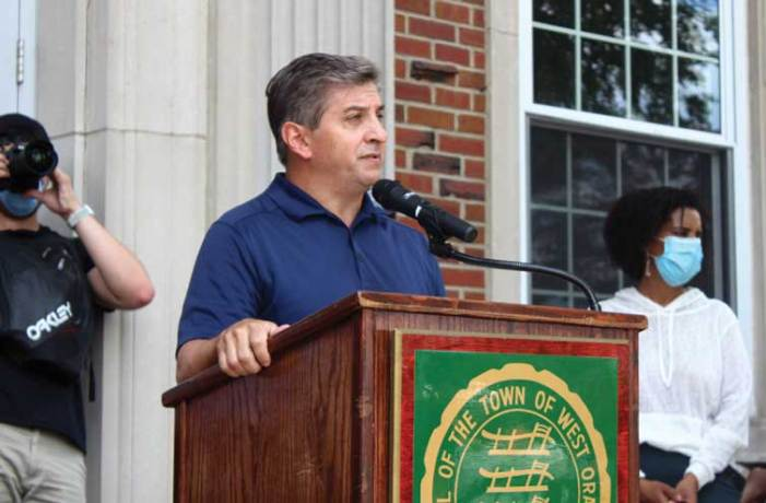 Mayor supports legislation affirming WO's commitment to justice