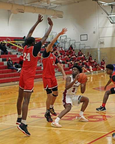 Bengals lose close boys basketball game to Red Raiders