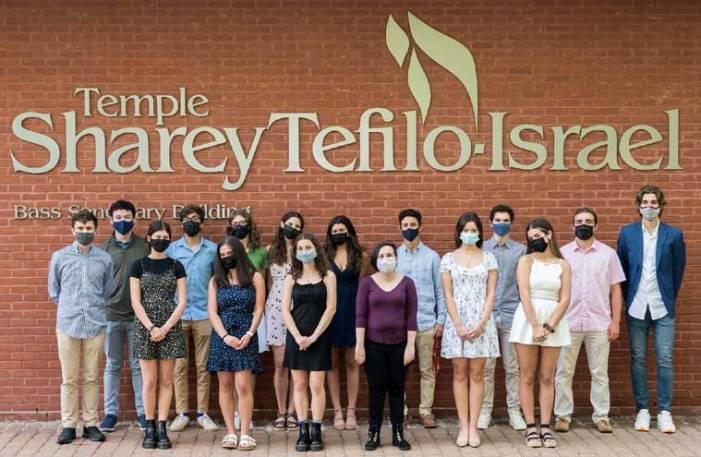 Temple Sharey Tefilo-Israel celebrates Hebrew High graduates