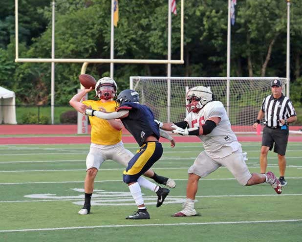 Bloomfield and Belleville face off in football scrimmage