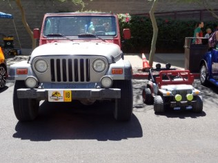 Jurassic Park Jeep and mini Jeep