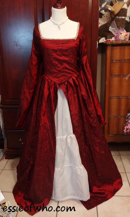 Tudor dress red and black