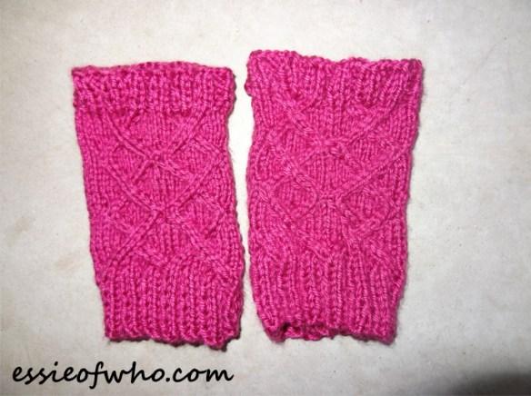 knitted-fingerless-gloves-1