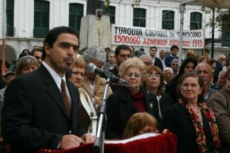 Mariano-Saravia-magister-de-la-UNC-por-su-libro-de-genocidios