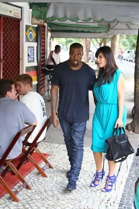 A modelo armênio-americana Kim Kardashian e seu marido Kayne West em passeio pelo Rio de Janeiro
