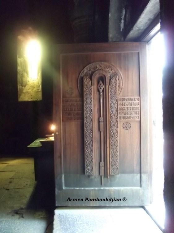 Porta da igreja de Geghard