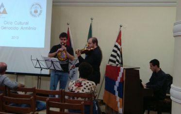 a partir da esquerda: Ará Kedikian, Alexey Kurkdjian e o pianista Gustavo Fiel
