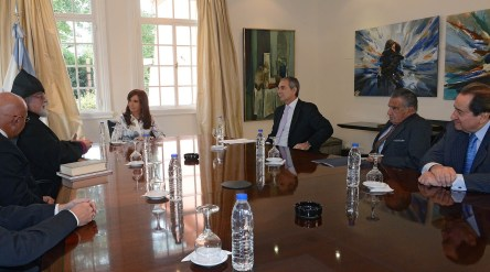 La_Presidenta_con_representantes_de_la_colectividad_armenia