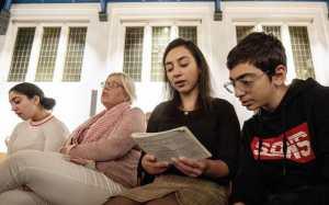 dutch trans NvBQzQNjv4BqK8oq TXSPAJ0t21oESloXRkCIv3505E63jNjQF1Hma4 - Igreja faz culto por cinco semanas sem parar para evitar deportação de família