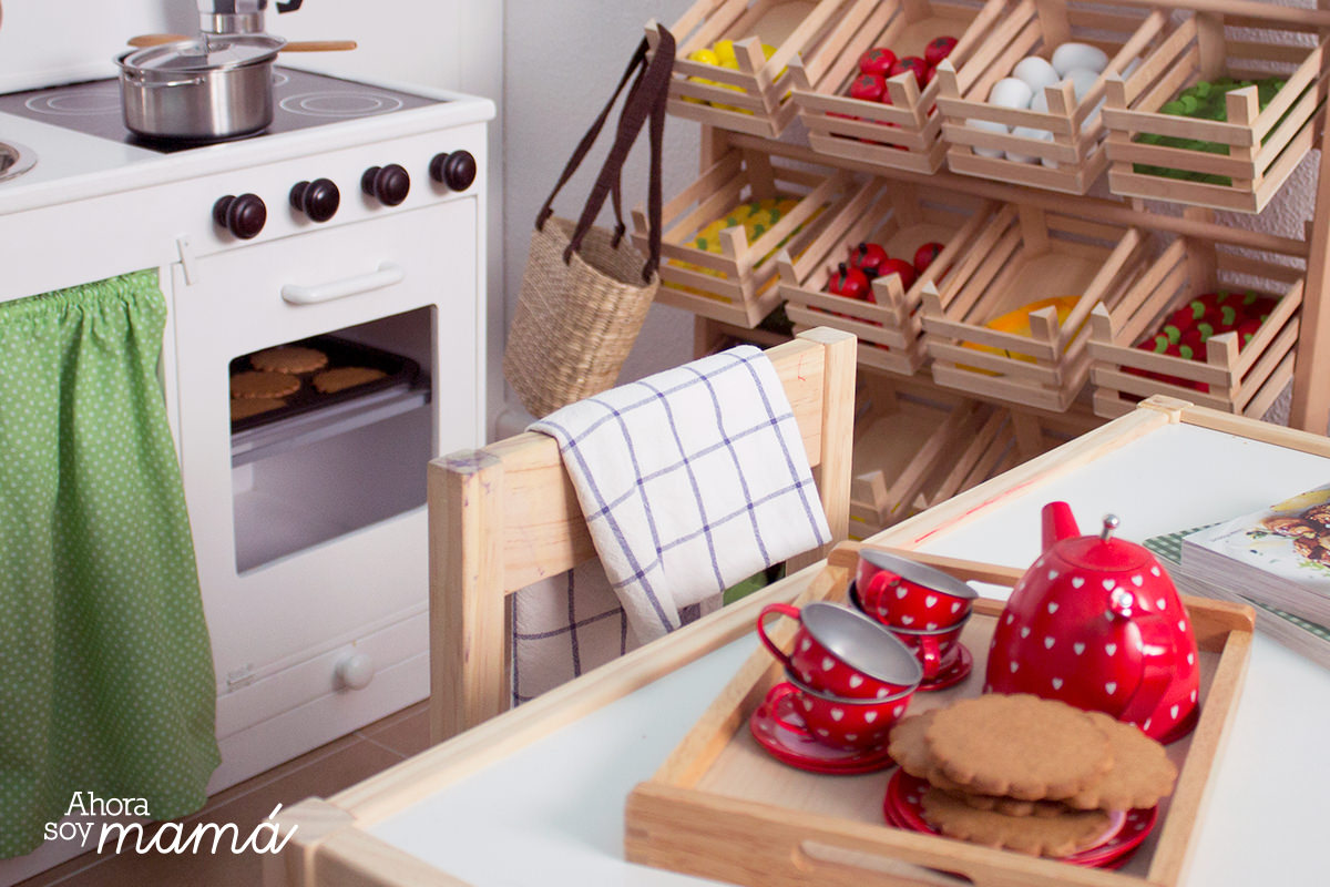Cocinita de juguete hecha a mano