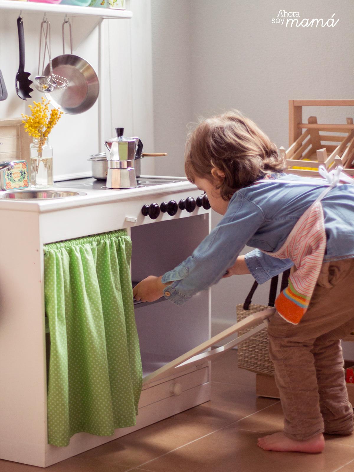 Jugando a las cocinitas