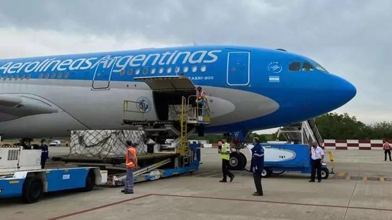Photo of Llegó el noveno vuelo de Aerolíneas Argentinas con 370 mil dosis de vacuna Sputnik V