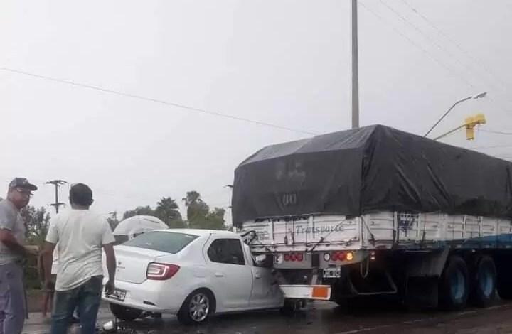 Photo of Una pareja de mendocinos se salva de milagro tras impactar contra un camión