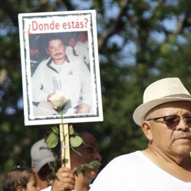 La foto de los desaparecidos en Colima se mostró en pancartas para exigir su aparición.