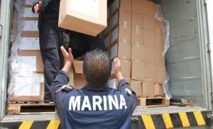 La Semar reparte víveres a los damnificados. Foto: Especial