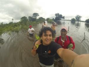 """Lo que podamos cargar"". Sur Quintana Roo, 18 septiembre. Foto: Bruno Cárcamo."