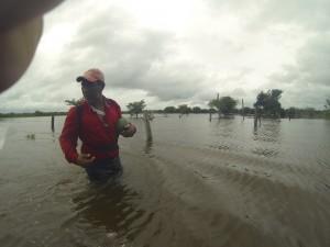 Saliendo con papayas en manos. Sur Quintana Roo, 18 septiembre. Foto: Bruno Cárcamo.