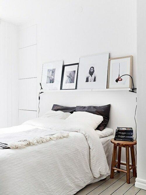 Decorar paredes estanterías de cuadros