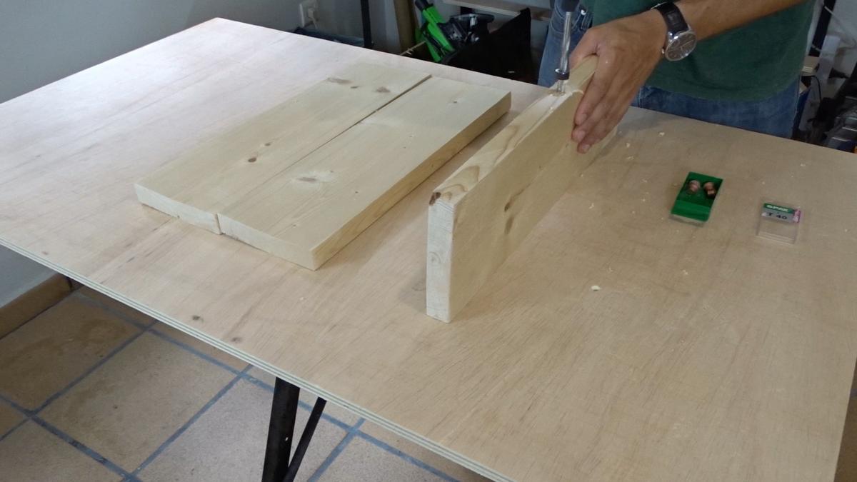 Mesa auxiliar de diseño industrial 1 : Industrial side table
