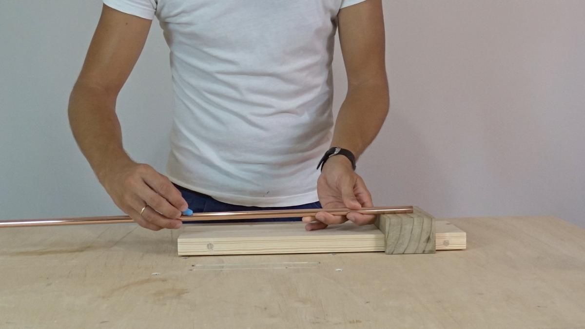 Como hacer un toallero de madera   DIY towel holder 11