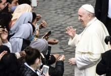 Foto de Funcionario del Vaticano acusa a la administración de Trump de explotar al Papa